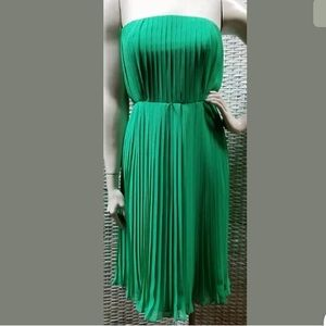 EUC DONNA MORGAN 12 Green Pleated Strapless Dress